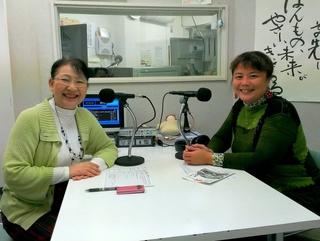 足立千佳子さん(右)と笹崎久美子